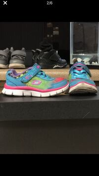 Pair of blue-and-pink nike running shoes 1960 mi