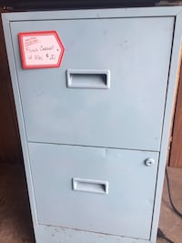 Metal Filing Cabinet w/hanging files View Royal, V9B 5J8