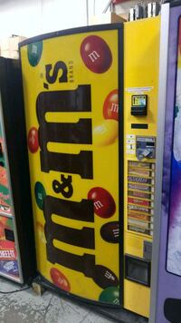 Outdoor candy vending machine fully working