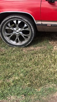 24inch chrome 5lug universal Chevy wheels and tires