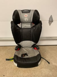 baby's black and gray car seat 544 km