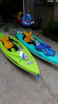 green and blue inflatable boat Bellevue, 68005