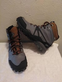 USED!! Mens Merrel insulated boots size 11... $90