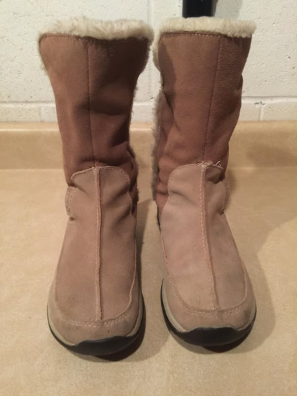 Women's Size 6 Columbia Delancey Waterproof Insulated Winter Boots 1b3d1845-599b-4401-8f76-f0d6a01882e1