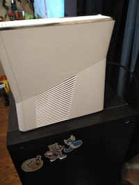 Xbox 360 slim 165 one game assassin's Creed I have extra 19  games
