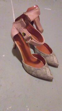 pair of women's pink leather pumps 1291 mi