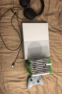 Xbox one S 500gb, headset and games Manchester, 03103