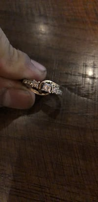 silver-colored diamond ring null