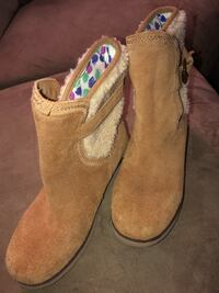 Ugg Boots Youth size 4 Sewell, 08080