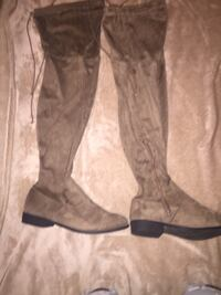 Two pair of women boots Norfolk, 23504