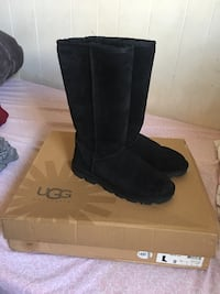 Ugg boots size 9 Los Angeles, 91331