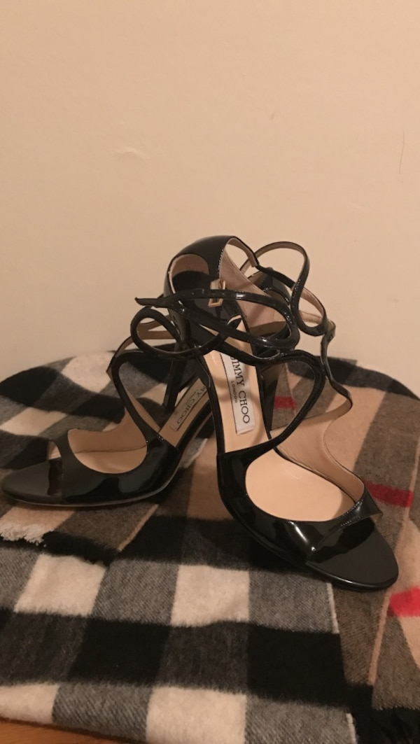 black leather pee to heeled sandals
