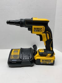 DeWalt cordless hand drill with charger Longueuil, J4H 3R7