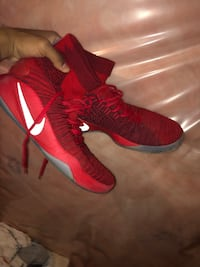 pair of red-and-white Nike basketball shoes Brampton, L7A 4J1