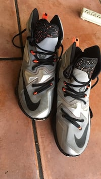 pair of gray-and-black Nike basketball shoes size 10 Pembroke Pines, 33024