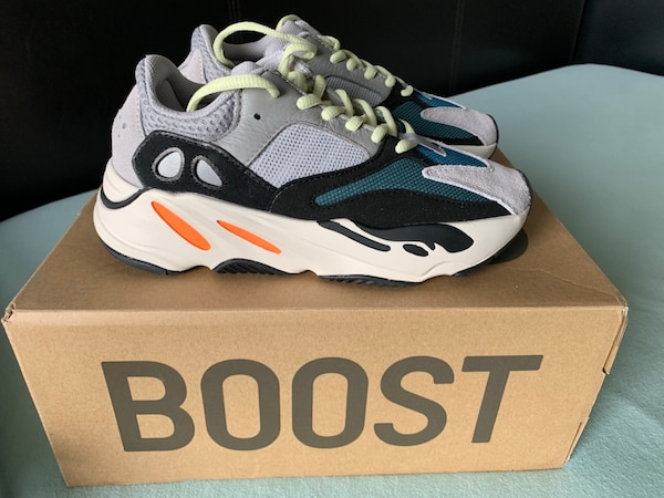 08362d9e2e3a9 Used Adidas Yeezy Wave Runner 700 Size 4 for sale in New York - letgo