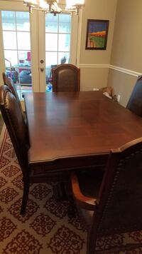 Dining room table Columbia