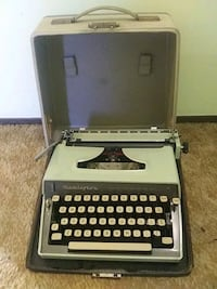 Vintage Remington monarch typewriter n case 20 dolllars