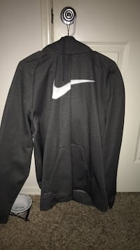 Grey and white nike pullover Hanford, 93230