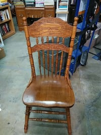 brown wooden windsor chair Temple Hills, 20748