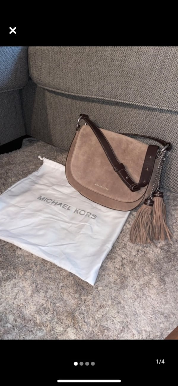 Michael Kors Elyse Large Saddle Bag be24f970-ddb1-494f-a2bb-b4daad7cba44