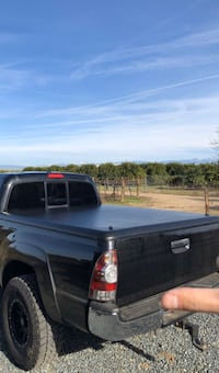 Tonneau bed cover for Toyota Tacoma