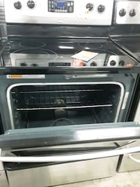 Whirlpoo glass top stove stainless steel stove in good condition