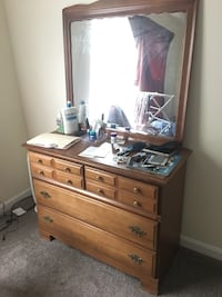 Dressing table with mirror Gaithersburg, 20878