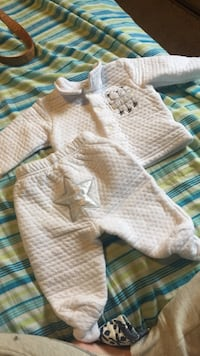 0-3 Baby's white star and bear winter outfit Chilliwack, V4Z