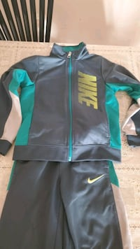 Nike Track Suit for 5 years old boy from smoke_free and pet-free home Germantown, 20874