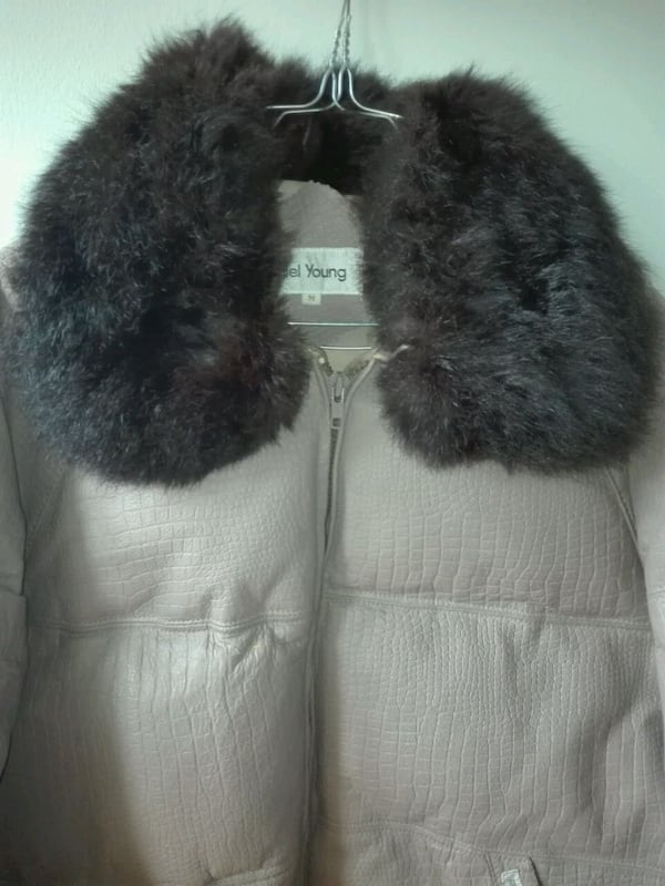 Genuine Vintage Goose down leather and furr jacket 1f9f0b75-f29d-445b-8ffa-2723f9061cf8