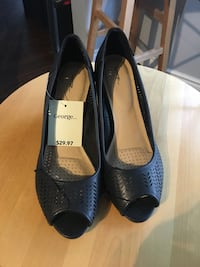 Ladies shoes / navy wedges size 9 Mississauga, L5N 5B9