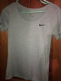 Grey Nike shirt  Oklahoma City, 73119