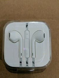 iPhone headphones brand new Surrey, V3S 7Y8