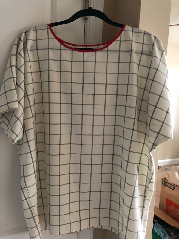 white and red plaid crew neck shirt f1f455bb-6989-4ba6-8a3a-9a952f189175