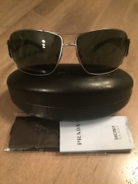 Prada sunglasses (authentic) barely worn Vienna, 22182