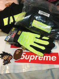 Supreme FW17 lime green gloves size medium Toronto, M6N