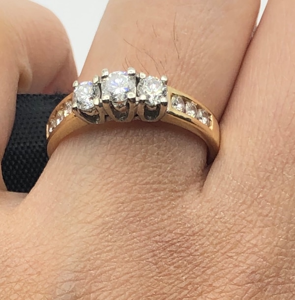 14k yellow gold and diamond ring  dad46dbe-3495-4109-adad-38372f0edc36