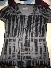 Women's under armour shirt medium  Trenton, K8V 4W5
