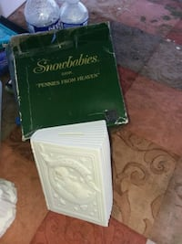 Retired 1996 Collectables  toy snowbabies Bank Summit Point, 25446
