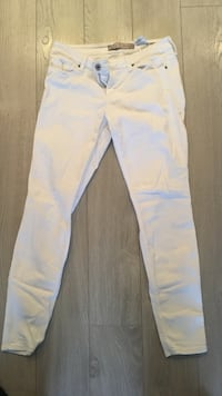 White Guess Jeans Size 30 (worn maybe twice-got pregnant) Port Coquitlam, V3B