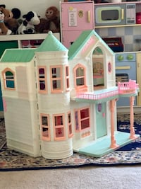 VVintage Barbie White, green, and pink plastic dollhouse Alpine, 91901