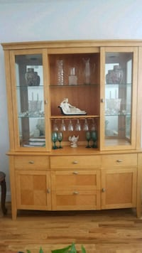 Beautiful 2pc Breakfront/ China Cabinet Nutley, 07110