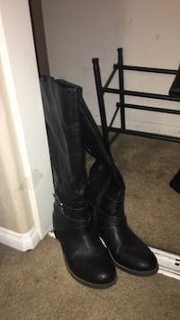 Black boots size 7 and 1/2