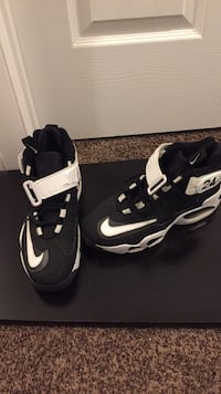 pair of black-and-white Nike basketball shoes 112 mi