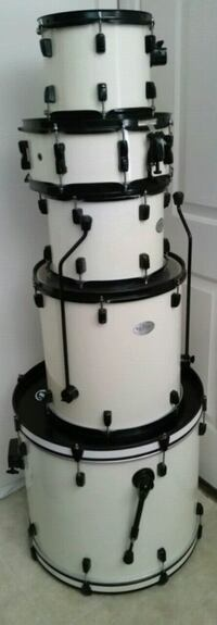 Pearl drum set in like new condition  Las Vegas, 89183