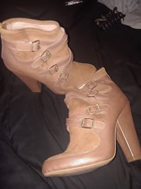 Size 6 women's brown chunky-heeled leather booties Pensacola, 32506