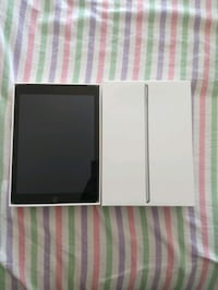 MINT CONDITION SPACE GREY 9.7 INCH IPAD 5TH GEN WIFI + CELLULAR 32GB  Vancouver, V5P 4P9