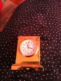 Small clock. Needswork or battery