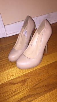 pair of white leather pumps Norcross, 30093